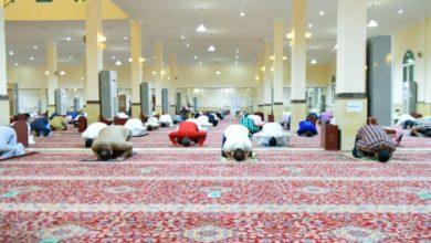 Photo of السعودية: صلاة التراويح في أولى ليالي رمضان، وسط أجواء ايمانية وروحانية وبخشوع وسكينة.. مع تطبيق للإجراءات الاحترازية